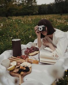 Picnic Photography, Girl Photography, Creative Photography, Picnic Date, Beach Picnic, Picnic Essentials, Collateral Beauty, Photoshoot Concept, Photoshoot Inspiration