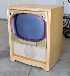 1956 Zenith Television Set, my family had one of these. Vintage Television, Television Set, Antiques For Sale, Vintage Antiques, Tvs, Radios, Tv Sets, Antique Radio, Record Players