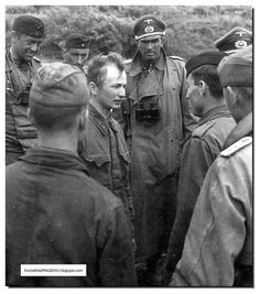 Germans talk with a captured Russian soldier