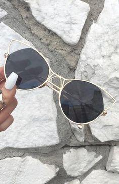 Indecent Cateye Sunnies - Black + Gold Frame Okuliare 377b17c6c0e