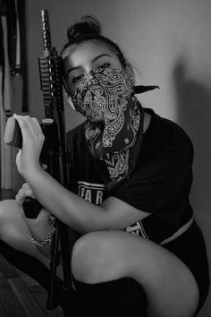 Yo what'up, my name is Oussama , i'm Algerian, fan of the chicano street cultures and the latino. Gangsta Girl, Gun Aesthetic, Estilo Cholo, Gucci Gang, Chola Style, Women's Bandanas, Brown Pride, Military Girl, Girl Wallpaper
