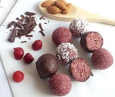 Read our recipe for Raspberry Bomb Bliss Balls as a part of Lose Baby Weight a breastfeeding safe, healthy eating and exercise plan designed for busy mums Healthy Mummy Recipes, Healthy Sweet Treats, Healthy Snacks, Snack Recipes, Healthy Muffins, Low Calorie Snacks, Protein Snacks, Low Calorie Recipes, Protein Recipes