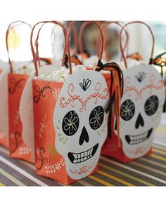 Dia de los Muertos/Halloween treat bags via @Gayle Robertson Roberts Merry Homes and Gardens