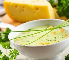 Szwajcarska zupa serowa - Przepisy.Gęsta kremowa zupa o intensywnym smaku sera. Klasyczny szwajcarski, chłopski przepis. Można go podrasować kieliszkiem kirszu, dodanym do smażonej cebuli i  kleksem śmietany kremówki  już na talerzach.  Szwajcarska zupa serowa to przepis, którego autorem jest: Magda Gessler Soup Recipes, Salad Recipes, Diet Recipes, Cooking Tips, Cooking Recipes, Polish Recipes, Queso, Bacon, Food Porn