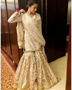 Image may contain: 1 person, standing Pakistani Fashion Party Wear, Pakistani Dress Design, Pakistani Wedding Dresses, Pakistani Outfits, Indian Dresses, Indian Fashion, Women's Fashion, Gharara Designs, Pakistan Fashion