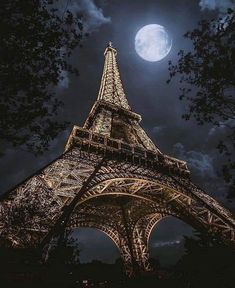 Moon Photography, Travel Photography, Congratulations Photos, Paris Wallpaper, Shoot The Moon, Paris Cafe, Beautiful Moon, Beautiful Places, God Pictures