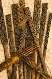 Hana Hou: The Magazine of Hawaiian Airlines - Current Issue Hawaiian Crafts, Hawaiian Art, Hawaiian Tattoo, Hawaiian Tribal, Polynesian Islands, Polynesian Art, Hawaiian Islands, Tapas, Hawaiianisches Tattoo