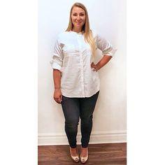 This button up @eileenfisherny blouse and black skinny @jamesjeans are a match made in work wardrobe heaven.  #plussize #plussizefashion #plussizestyle #psfashion #psstyle #psblogger #fatshion #effyourbeautystandards #honormycurves #curves #curvy #torontofashion #primaala #beautyislimitless #plussizeootd #psootd #curvesarein #beautybeyondsize #lovetheskinyourein #workwardrobe #werk #jeans