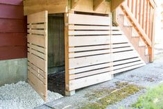 The end section of fence is easily removable with brackets that hold it flat against the stair posts. - Deck Storage - Ideas of Deck Storage Under Deck Storage, Outdoor Storage, Patio Storage, Storage Area, Backyard Projects, Outdoor Projects, Stair Posts, Deck Skirting, Laying Decking