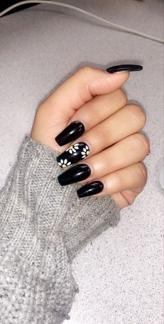 Black nails with design - Modern Long Black Nails, Black Acrylic Nails, Summer Acrylic Nails, Best Acrylic Nails, Neon Nail Designs, Flower Nail Designs, Black Nail Designs, Acrylic Nail Designs, Nails Design