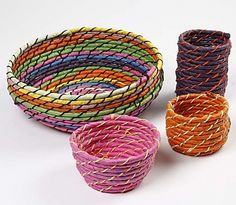 Cestas con cuerda, rafia e hilo / Coiled basket weaving bound together with stitches Recycled Crafts, Diy And Crafts, Arts And Crafts, Kid Crafts, Rope Basket, Basket Weaving, Homemade Christmas Presents, Creative Workshop, Textiles