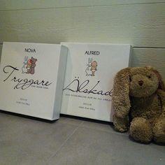 Välj bland många motiv på personlig barntavla i vår webbshop! Www.adelroth.com