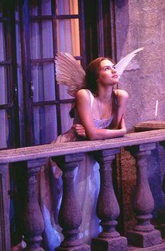 Much Ado About Shakespeare Baz Luhrmann's take on Romeo & Juliet William Shakespeare, Shakespeare Romeo Und Julia, Romeo Y Julieta, Halloween Disfraces, Iconic Movies, Film Aesthetic, The Villain, Film Stills, Halloween Outfits