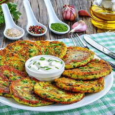 Low carb rezepte Low Carb Zucchini Pfannkuchen mit Quark Dip Are You Ready To Be A Father? Easy Soup Recipes, Easy Dinner Recipes, Low Carb Recipes, Healthy Recipes, Dinner Ideas, Law Carb, Zucchini Pancakes, Quick And Easy Soup, Eat Smart