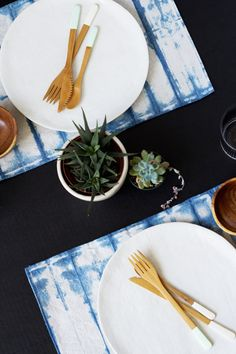 DIY Indigo Shibori Dyed Placemats | Lovely Indeed