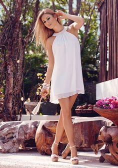Take a look at the best shoes to wear with white sundress in the photos below and get ideas for your outfits! Cute Dresses, Casual Dresses, Short Dresses, Cute Outfits, Summer Dresses, Beautiful White Dresses, Little White Dresses, White Fashion, Love Fashion