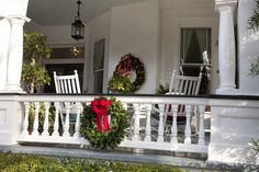 10 Beautiful Christmas Front Porch Decorating Ideas To Make Your Christmas Happy Pre Lit Christmas Wreaths, Artificial Christmas Wreaths, Christmas Porch, Outdoor Christmas Decorations, Christmas Lights, Christmas Morning, Christmas Design, Country Christmas, Christmas Balls