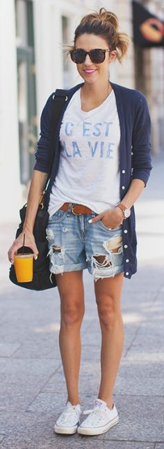 What To Wear With White Converse: You can so easily style your Converse with a graphic T-Shirt, denim cut-offs and a cardigan. The colour scheme is of less importance. Via Christine Andrew