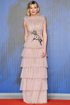 Kirsten Dunst's Venice Film Festival Dress Was Designed By Her Movie's Directors!: Photo Kirsten Dunst hits the red carpet for the premiere of her movie Woodshock during the 2017 Venice Film Festival on Monday (September in Venice, Italy. Kirsten Dunst, Celebrity Red Carpet, Celebrity Style, Celebrity News, Venice Film Festival, Red Carpet Gowns, Pink Gowns, Festival Dress, Festival 2017