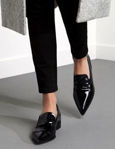 Womens black loafers outfit minimal chic new Ideas Look Fashion, Fashion Shoes, Winter Fashion, Womens Fashion, Fashion Black, Leather Fashion, Fashion Clothes, Minimal Chic, Minimal Fashion