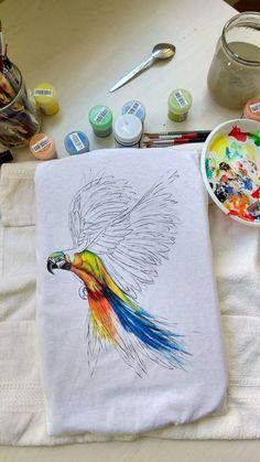 Fabric Paint Shirt, Paint Shirts, T Shirt Painting, Silk Painting, Fabric Art, Fabric Painting On Clothes, Painted Jeans, Painted Clothes, Hand Painted