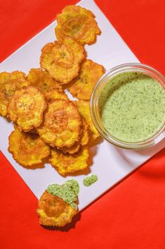 Tostones (Fried Green Plantains) with Cilantro Garlic Sauce - kiyafries - The Best Cuban Recipes Green Plantain Recipes, Fried Plantain Recipe, Tostones Recipe Cuban, Puerto Rican Recipes, Mexican Food Recipes, Vegetarian Recipes, Cooking Recipes, Puerto Rican Appetizers, Cuban Appetizers