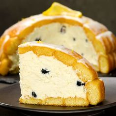 """This is """"Cupola di savoiardi con crema di limone e mirtilli"""" by Al.ta Cucina on Vimeo, the home for high quality videos and the people who love them. 20 Min, Dessert Recipes, Desserts, Hot Dog Buns, Food Videos, Sushi, Sweet Tooth, Food And Drink, Cooking Recipes"""