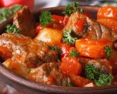 ~ Mijoté léger de blancs de dindonneau à la tomate  ~ •400 g de blancs de dindonneau •2 belles tomates •2 cc de concentré de tomates •2 oignons •1 cs de vinaigre de cidre •1 cube de bouillon de volaille dégraissé bio sans gluten ni additifs •1 petit bouquet de persil frisé •1 cc de grains de coriandre •½ citron •Sel & poivre  En savoir plus sur http://www.fourchette-et-bikini.fr/recettes/recettes-minceur/mijote-leger-de-blancs-de-dindonneau-la-tomate.html#645HYbE4D1UeOmyU.99