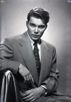 Wow, a young William Shatner, 1952. Newton Photographic Associate.