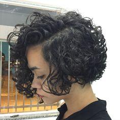 Marcos Tasti Hairstylist 7788359996 7791332888. Vitória da Conquista - Ba. Atendemos de terça a sábado.Terça a sexta a partir das 13:00horas. Bob Haircut Curly, Curly Hair Cuts, Short Hair Cuts, Curly Hair Styles, Short Curly Hairstyles For Women, Curly Bob Hairstyles, Hair Places, How To Make Hair, New Hair