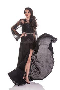 Vestido gode com fenda em viscose e blusa de tule bordado.