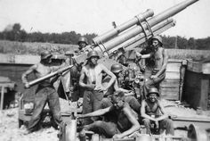 The flywheel of the war. The Wehrmacht .Support for German anti-aircraft artillery section, posing with anti-aircraft Flak 88 mm.