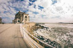 Ce poți să faci vara asta pe litoral: Cazino Constanța. blog.haisitu.ro