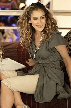 Season Six: Carrie, pre-rant; this look is so cool with the folded and layered tunic and pedal pushers.
