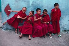 Steve McCurry. great composition and use of colour