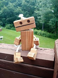 Eco Friendly Ropebot Wooden Robot Toy The problem with woodworking is often that it is often a wasteful business. When you cut lumber there is always scrap wood left over. For The post Eco Friendly Ropebot Wooden Robot Toy appeared first on Wood Ideas. Woodworking Shows, Woodworking For Kids, Woodworking Projects, Wood Chipper, Wooden Elephant, Scrap Wood Projects, Into The Woods, Wooden Crafts, Wood Toys
