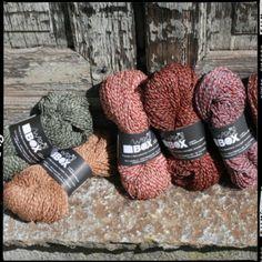 FILATI TUTTIFRUTTI Corpo solido e asciutto. Filato lace, adatto e perfetto per scialli, calze, guanti, da utilizzare anche nella confezione di maglie leggere da mezza stagione.