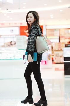 190109 Blackpink Kim Jisoo at Incheon International Airport © off the page do not edit, crop, or remove the watermark Blackpink Fashion, Korean Fashion, Fashion Outfits, Street Fashion, Blackpink Jisoo, Classy Outfits, Casual Outfits, Black Pink ジス, Jennie Lisa