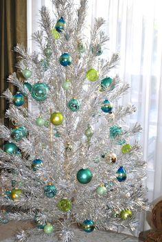 Vintage Aluminum Christmas Tree, Retro Christmas Tree, Silver Christmas Tree, Modern Christmas, Christmas Holidays, Christmas Wreaths, Retro Christmas Decorations, Vintage Decorations, Christmas Projects