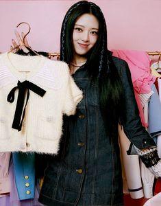 South Korean Girls, Korean Girl Groups, Tops, Crazy Love, Women, Profile, Rapper, Fur Coat, Korean Birthday