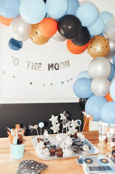 Get ready for galaxy party balloon decoration ideas that would leave your speechless. Filled with colors and a theme of galaxy balloon joyrides, you do not want to miss these ideas for your next galaxy-themed birthday party decorations. Boys First Birthday Party Ideas, Baby Boy First Birthday, Party Themes For Boys, Boy Birthday Parties, Third Birthday, Diy Birthday, Balloon Decorations Party, Birthday Party Decorations, Astronaut Party