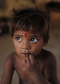 So beautiful children! Kids Around The World, We Are The World, People Around The World, Precious Children, Beautiful Children, India For Kids, Hungry Children, Bless The Child, World Hunger