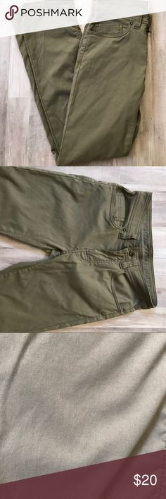 Prana Pants These Prana pants are perfect for casual wear or for your outdoor adventures! They are in good used condition with only a couple of flaws ( pictured)  Waist 28 Inseam 29 Prana Pants Straight Leg