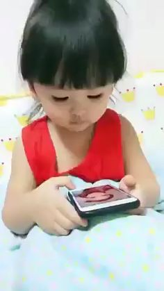 When it's time to sleep but do not want to The most funny caps. Our sense of humor is very diffe Funny Baby Memes, Crazy Funny Memes, Really Funny Memes, Funny Relatable Memes, Haha Funny, Funny Cute, Funny Jokes, Hilarious, Funny Videos For Kids