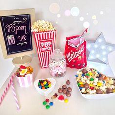 Ideas Party Hard Girls Drinks For 2019 Soirée Pyjama Party, Movie Night Snacks, Movie Nights, Netflix, Sleepover Food, Yummy Treats, Yummy Food, Popcorn Bar, Cute Desserts