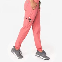 These sleek, stylish jogger scrub pants are super comfy but have a streamlined, urban-inspired feel and functionality to keep up with your hustle. Cute Scrubs Uniform, Scrubs Outfit, Scrub Suit Design, Medical Scrubs, Nurse Scrubs, Dental Scrubs, Stylish Scrubs, Womens Scrubs, Nursing Clothes