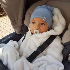 baby fever When you look at me with these big blue eyes . baby fever When So Cute Baby, Cute Mixed Babies, Lil Baby, Baby Kind, Cute Baby Clothes, Little Babies, Cute Kids, Cute Babies, Baby Boy Newborn