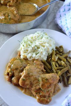 Smothered Chicken and Homemade Gravy – Coop Can Cook – Chicken Recipes 2020 Chicken N Gravy Recipe, Smothered Chicken Recipes, Best Chicken Recipes, Chicken Rice And Gravy, Homemade Chicken Gravy, Fried Chicken, Chicken Meals, Smothered Chicken Casserole, Grilling Chicken