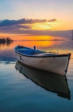 Classic Wooden Boat You are in the right place about Boats tattoo Here we offer you the most beautiful pictures about the zucchini Boats you are looking for. When you examine the Classic Wooden Boat p Beautiful Sunset, Beautiful Places, Beautiful Pictures, Watercolor Landscape, Landscape Paintings, Landscape Photography, Nature Photography, Boat Art, Boat Painting