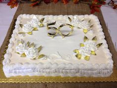 This simple anniversary sheet cake had a gold and diamond pic in the center of the cake with white roses and gold foil leaves. The edges was lightly sprayed with a gold. Golden Anniversary Cake, Mom Dad Anniversary, 50th Wedding Anniversary Cakes, Wedding Sheet Cakes, Birthday Sheet Cakes, Family Reunion Cakes, Pastel Rectangular, Rectangle Cake, 50th Cake